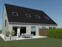 Halfopen nieuwbouwwoning te Wingene op 404 m². Ingedeeld met ruime living, open keuken, garage, 3 slaapkamers en badkamer. E-Peil max 60.