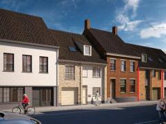 Centraal gelegen nieuwbouw te Diksmuide met zongerichte tuin. De woning omvat ruime living, open keuken, 3 slaapkamers + badkamer. Met garage, berging