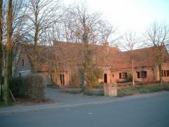 Villa met praktijkruimte op 4118 m² te Ichtegem. Omvat 6 slaapkamers, praktijkruimte 66 m² met aparte inkom en alle comfort (vloerverwarming