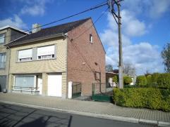 Karaktervolle halfopen bebouwing gelegen op de rand van Ichtegem en de grens van Wijnendale. Voorzien van living, garage, kelder, keuken. Het eerste v