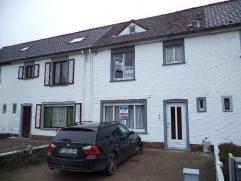 Rijwoning met tuin en garage te koop in Ichtegem. De woning is ingedeeld met inkom, apart toilet, living, keuken en wasplaats. Verdiep met 2 slaapkame