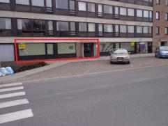 Centraal gelegen woonappartement (170 m²). Ruime parking voor de deur, toegang achteraan uitgevend op park. Momenteel kantoorruimte. Omvat