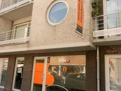 CommerciÃÂle winkel-of kantoorruimte gelegen in het centrum. Pand omvat een kantoor - of winkelruimte, berging, keuken en een toilet. Onm