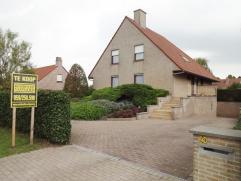 Rustig gelegen villa te Diksmuide op 1500m². Prachtig afgewerkt. Omvat inkom, bureau, eetkamer, woonkamer, veranda, ingerichte keuken, ber