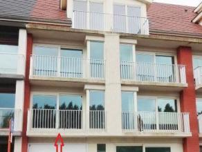 Nieuwbouwappartement (65m²) te Nieuwpoort. Omvat inkom, woonkamer met ingerichte open keuken, 1 badkamer, 1 toilet, 2 slaapkamers.Terras met zich
