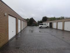 Garagebox te huur in centrum Gistel (wandelsafstand). ruime garage met kantelpoort ! Prijs: 60â- vrij: onmiddellijk - Ellestraat 28 - Gi