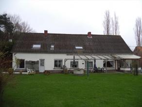 Landelijk gelegen hoeve te Ichtegem op 10.643 m². Ingedeeld met inkom, keuken, living, badkamer, bergruimte en 4 slaapkamers. Tevens is er een lo