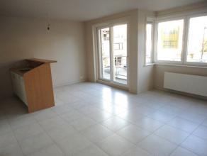 Appartement met 2 slaapkamers te huur in Gistel. Dit appartement bevat een mooie living met volledig ingerichte keuken. Een badkamer met ligbad, 2 sla