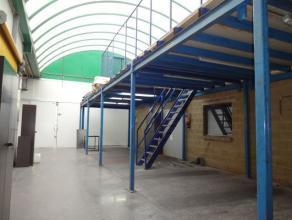 Kantoorgebouw met magazijn (370 m²) totaal oppervlakte +-3668m². Op een hoek gelegen, goede zichtbaarheid. Omvat: kantoorruimte (140 m²