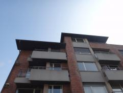 Ruim lichtrijk appartement met prachtig zicht op stadstuin. Bestaande uit: grote living, volledig ingerichte keuken met aparte berging, apart toilet,