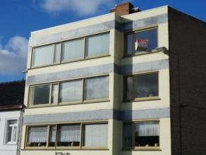 Volledig vernieuwd lichtrijk appartement met prachtig zicht op markt Gistel. Bestaande uit: ruime living, ingerichte keuken, badkamer met douche, 2 gr