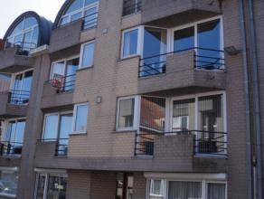 Ruim appartement op tweede verdiep bestaande uit: grote living met open ingerichte keuken + berging, apart toilet, badkamer met ligbad, 2 slaapkamers,