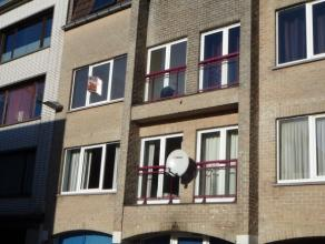 Gezellig appartement op tweede verdiep. Bestaande uit: ruime living met open keuken, apart toilet, badkamer met ligbad, 2 slaapkamers. Algemene kosten