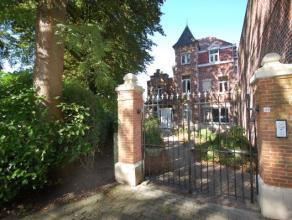 RUIME HERENWONIING MET TUIN EN GARAGE gelegen aan de stadsrand langs de Graaf de Smet de Naeyerlaan : voortuin, tuin & terras, garage voor twee wa