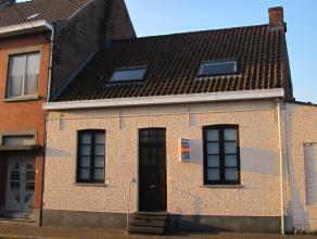 INSTAPKLARE RIJWONING MET KOER nabij centrum in Heule : inkomhal, bureau of slaapkamer, ruime ingerichte keuken, ingerichte badkamer met ligbad, livin