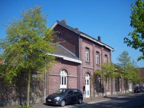 Verschillende woonappartementen alsook een handelsruimte voor eventueel horeca of kantoor. <br /> In het voormalige trein station van waarschoot die o