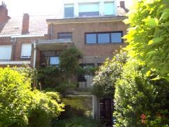 Prachtige woning met oprit, veel ruimte. Volledig instapklaar met hoogwaardige materialen afgewerkt. Ruime inkom met garage, bureau en tuin, ideaal vo