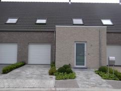 Recente woning (2012) met 3 slaapkamers, tuin en garage voorzien van alle moderne comfort. passieve woning = LAAG VERBRUIK E-peil: E 51 huurprijs: €