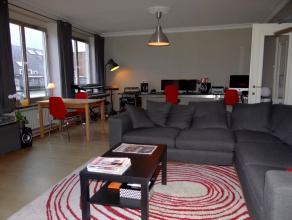 In centrum gelegen, ruim appartement met 2 slpks, ingerichte keuken, terrasje, kelder en overdekte autostandplaats. EPC: 146 kWh/m² jaar  UC:5767