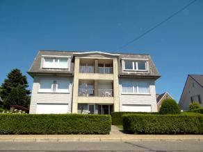 Gerenoveerd residentieel gelegen villa- appartement met 3 slaapkamers, ruime living, zonnig balkon, ruime kelder en garage. €750/maand   alg. kosten: