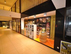 Winkel van 50m² gelegen in galerij Demeester, centrum Roeselare. Ideale ligging wegens Galerij Demeester de verbinding is tussen de Grote Markt e