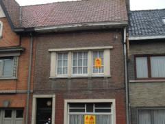 Renovatie woning van 110 m² op 570 m² grond in centrum van Wevelgem. Hoofdgebouw bestaat uit een ruime leefkamer (vroeger uitgebaat als caf&