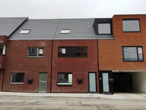 Knap afgewerkt en ingedeelde, volledig nieuw geschilderd, lichtrijke en uitermate energiezuinige gezinswoning met 3 slaapkamers - EPC : 50 kWh/m²