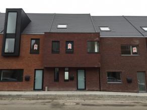 Knap afgewerkt en ingedeelde, volledig nieuw geschilderd, lichtrijke en uitermate energiezuinige gezinswoning met 3 slaapkamers - EPC : 49 kWh/m²