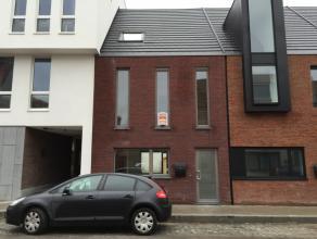 Knap afgewerkt en ingedeelde, volledig nieuw geschilderd, lichtrijke en uitermate energiezuinige gezinswoning met 3 slaapkamers - EPC : 48 kWh/m²