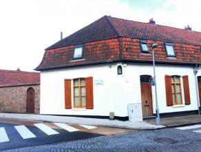 Charmant gerenoveerde gezinswoning met verrassend veel ruimte en als indeling : inkom, leefruimte uit 2 delen met televisie ruimte en eetruimte, open