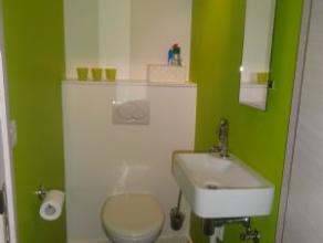 Geheel en tot in de puntjes afgewerkte nieuwbouwwoning te Rumbeke omvattende inkom met apart toilet (hangWC) en vestiairekast, lichtrijke living, inge