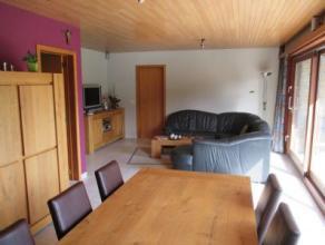 Residentieel gelegen villa te Rumbeke (Roeselare) omvattende inkom, toilet, vestiaire, bureau, lichtrijke living met breed zicht op de zuidgerichte tu