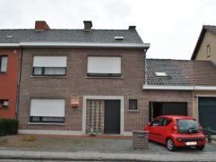 Ref. 214083 - Ruime gezinswoning op rustige ligging. Het huis omvat gelijkvloers: Inkomhal, apart toilet en badkamer, ruime living, keuken en ruime ga