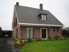 Ref. 214100 - Alleenstaande woning op een mooi(zuid-georiënteerd) grondstuk van 720 m2. De woning is goed onderhouden en reeds voorzien van CV (s