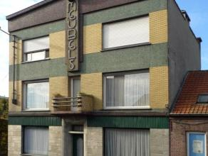 Ref. 215001 - Voormalig handelshuis op in totaal 430 m2. Het huis heeft een gevelbreedte van ong. 13 meter en omvat op het gelijkvloers een ruime toon