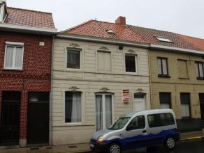 Ref. 215078 - Recent gerenoveerde woning bestaande uit inkomhal, living, ingerichte keuken en badkamer. Boven zijn 2 ruime slaapkamers en een dressing