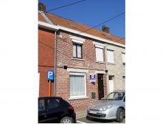 Gezellige instapklare eengezinswoning te huur met rustige ligging nabij het centrum van Avelgem en de bijhorende winkels. De woning bestaat uit inkomh