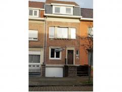 Totaal gerenoveerde bel-etage woning te huur, centraal en rustig gelegen nabij het prachtige Gebroeders Van Raemdonckpark. De woning bevat een grote i