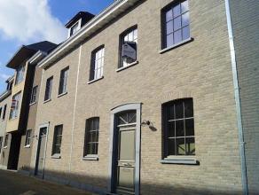 Prachtige nieuwbouwwoning op wandelafstand van het centrum van Kortrijk. Deze woning werd afgewerkt met kwalitatieve materialen en bestaat uit: inkom
