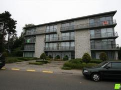CENtrAAL GELEGEN RUIM APPARTEMENT MET GARAGEDit prachtig appartement van 115m², centraal gelegen in Avelgem, bestaat uit een ruime woonkamer met