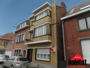 Op een boogscheut van het centrum van Wevelgem huisvest deze statige Burgerwoning.