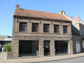Te renoveren pand in het centrum van Veurne. Dit pand werd tot voor kort gebruikt als bankgebouw. Waardoor hier momenteel geen woonfunctie voorzien is