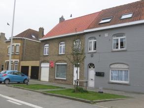 De woning bestaat uit: lichtrijke leefruimte, in 2 delen - ruime keuken - inkomhal - grote droge kelder - nachthal - 2  grote slaapkamers - 2 kleinere