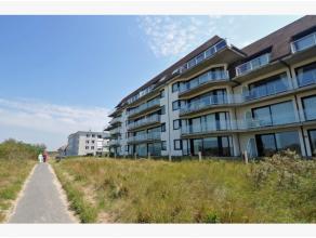 Prachtig appartement te koop met frontaal zeezicht. Zeer rustige residentiële ligging met directe toegang tot het strand. Het appartement wordt a