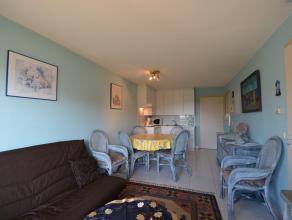 Praktisch ingericht appartement met balkon met zicht op de duinen, gelegen in residentie Plaza II. Functionele woonkamer met open keuken. Slaapkamer m