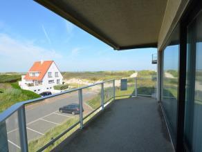 Zeer zonnig appartement op de 2e verdieping met mooi zeezicht én grote zonneterrassen! Dit ruime appartement heeft een grote woonkamer met aans