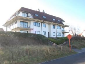 Ruim 3-slaapkamer appartement met zeezicht te koop. Dit instapklaar appartement is rustig gelegen vlakbij het strand, op een topligging te Oostduinker
