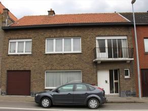 Woning bestaande uit: inkomhal - toilet - living - keuken - kelder - veranda - terras - tuin - garage - diverse opbergruimten. Op het eerste verdiep: