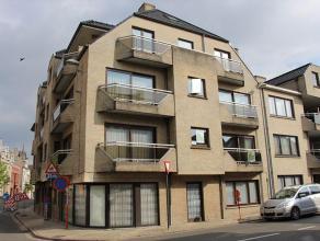 Dit appartement maakt deel uit van de Residentie HUGO (eerste verdieping) en is gelegen in het centrum van Roeselare. Het appartement bestaat uit: hal