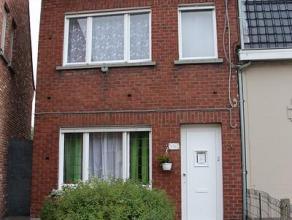 Woning, gelegen in de Hoogleedsesteenweg 190 en omvattende: inkomhal - living - keuken - badkamer - bergplaats - tuin - nachthal - 3 slaapkamers - ge&